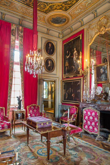 France, Haute-Normandie, Eure (27), Le Neubourg, intérieur du Château du Champ de Bataille, château du XVIIe siècle rénové par le décorateur Jacques Garcia, le Grand Appartement, le salon Louis XV // France, Haute-Normandie, Eure (27), Le Neubourg, interior of Château du Champ de Bataille, seventeenth-century castle renovated by interior designer Jacques Garcia, the Grand Apartment, the Louis XV salon